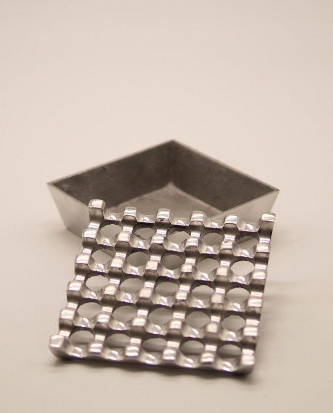 Τασάκι μεταλλικό αλουμίνιο 5 x 5 τρύπες
