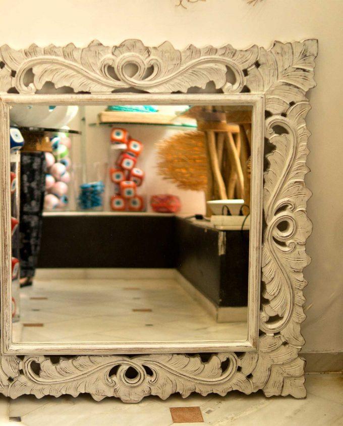 Καθρέπτης ξύλινος χειροποίητος σκαλιστός 90 cm x 90 cm άσπρος ντεκαπέ