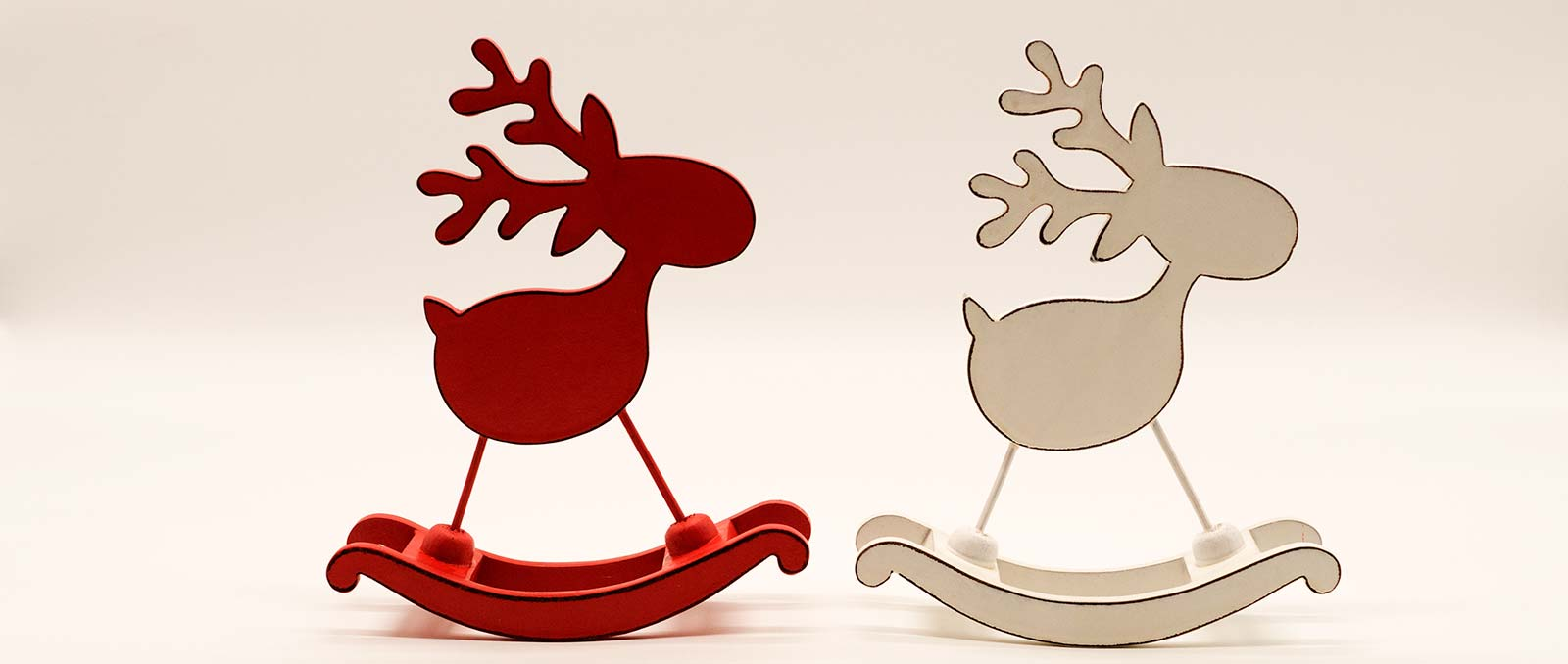 reindeer-rocking-red-white