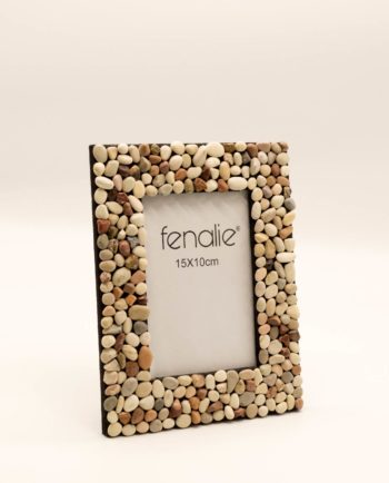 Picture frame from pebbles