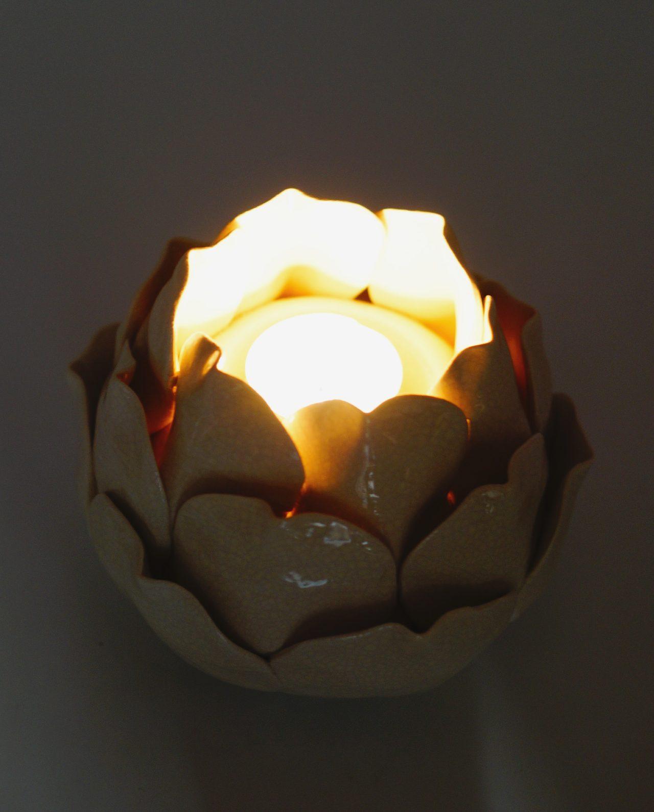 Tealight ceramic beige in the shape of a flower