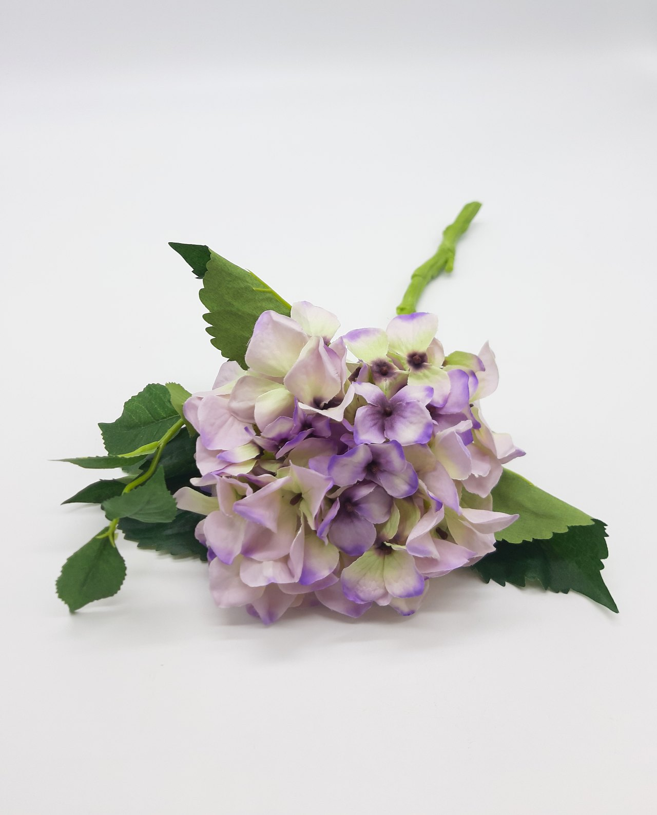 Alilac fabric Hydrangea to decorate with a fresh look your space.
