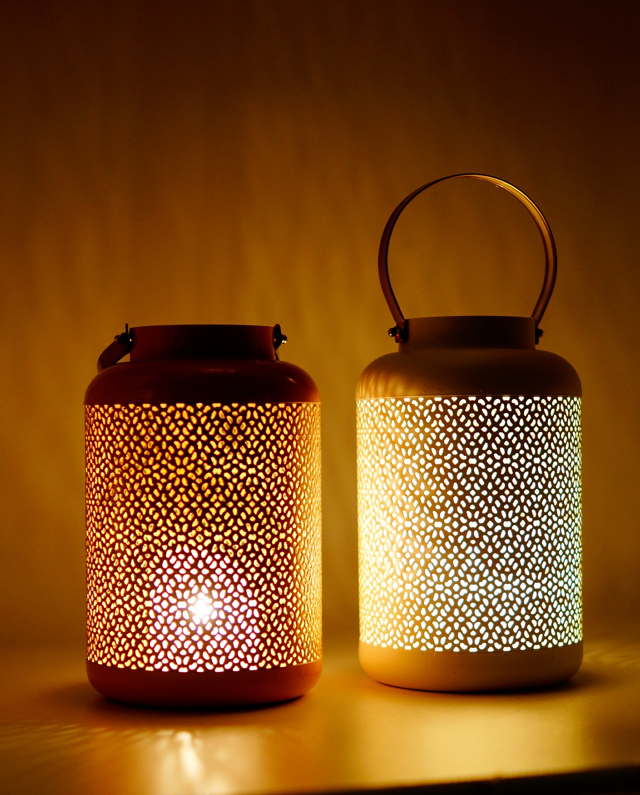 Lanterns made of metal in salmon and white color, height 24 cm, diameter 15 cm