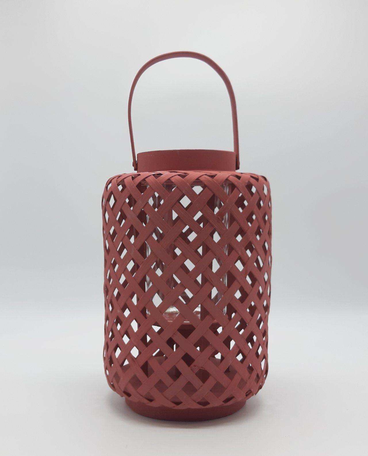 Φανάρι από μπαμπού με γυαλί, χρώμα magenta. Διάσταση: ύψους 30 cm, διαμέτρου 21 cm0 cm