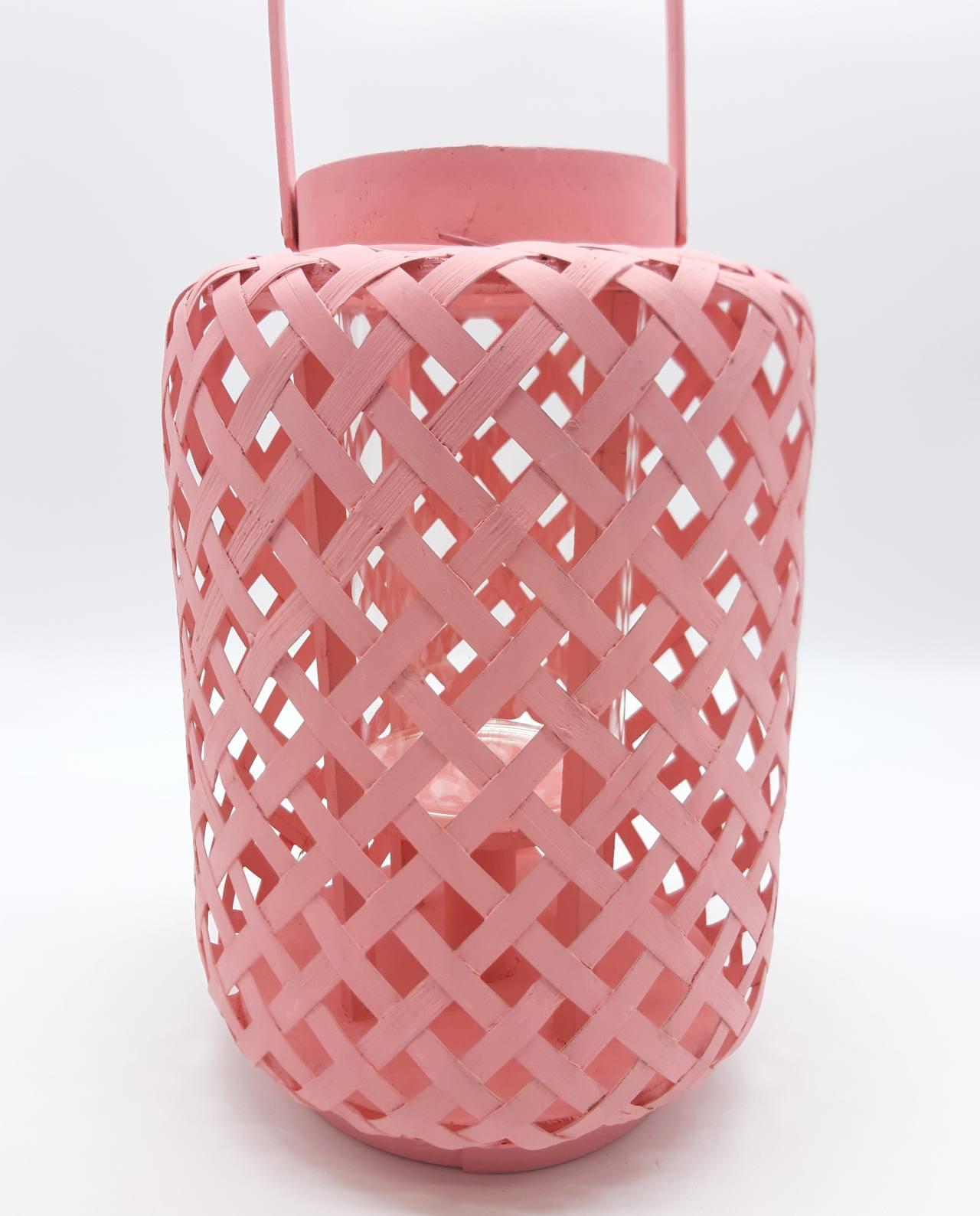 Φανάρι από μπαμπού με γυαλί, χρώμα παστελ ροζ. Διάσταση: ύψους 30 cm, διαμέτρου 21 cm