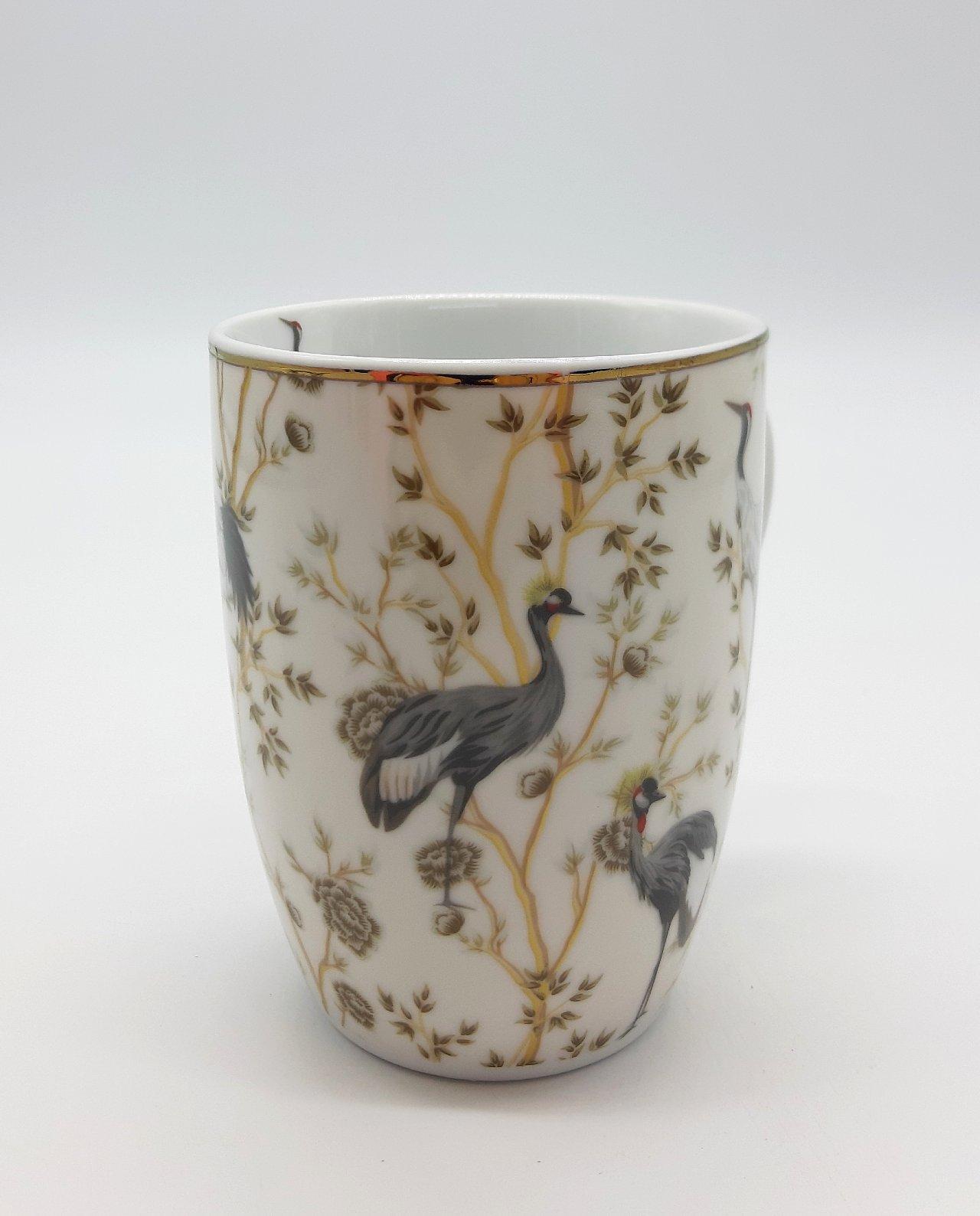 Πορσελάνινη μπεζ κούπα με πελεκάνους και λουλούδια, μπαίνει κανονικά σε πλυντήριο πιάτων, χωρητικότητας 330 ml Διάσταση: ύψος 10 cm, διάμετρος 8.5 cm