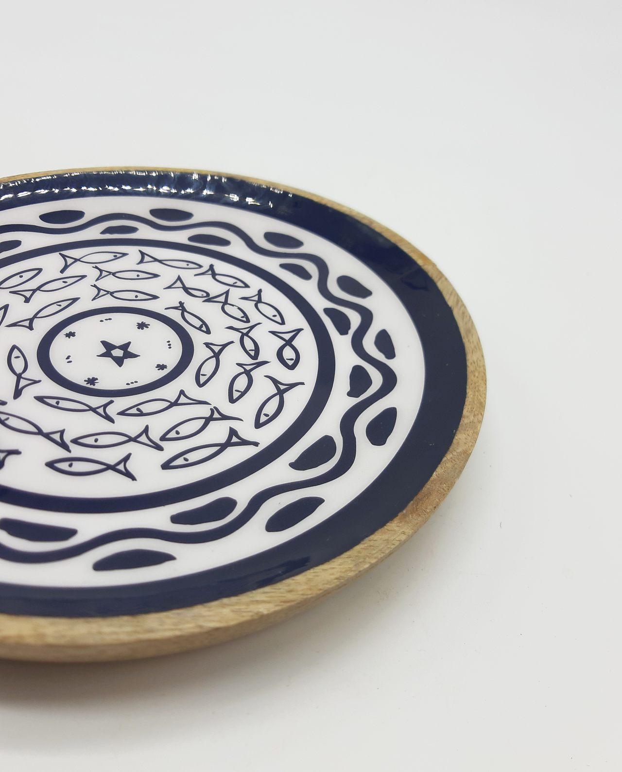 Πιατέλα ξύλινη από ξύλο Mango ανοιχτόχρωμο καφέ με σχέδιο ψαριών εσωτερικά διαμέτρου 20 cm