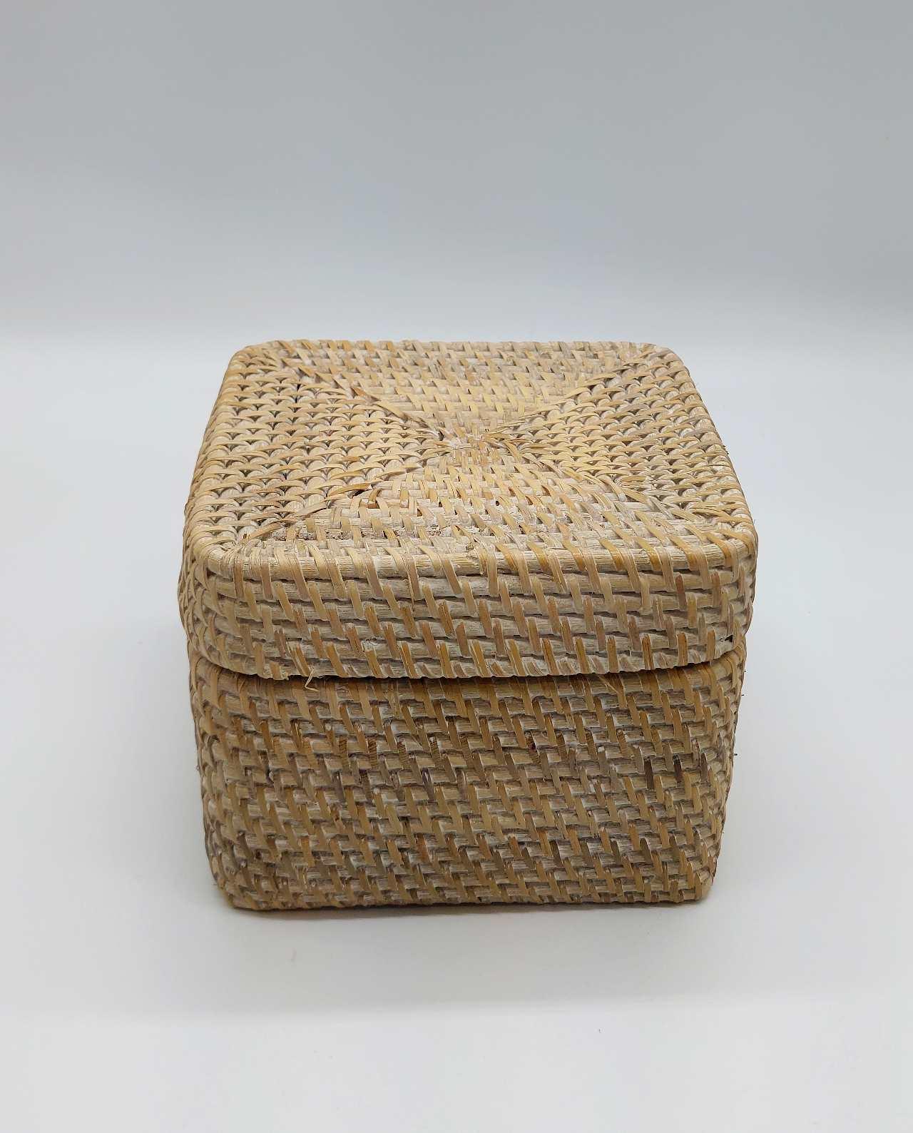 Box With Lid Rattan White Wash